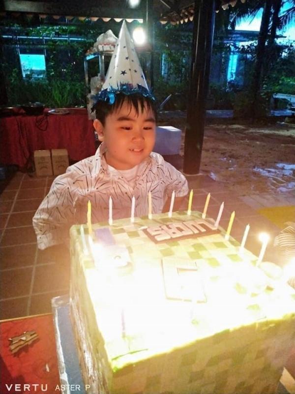 Thiếu gia Đại Nam tròn 10 tuổi, bánh sinh nhật 10 người ăn không hết